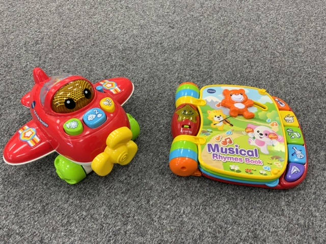 Vtech Musical Rhymes Book and Pull & Pop Aeroplane